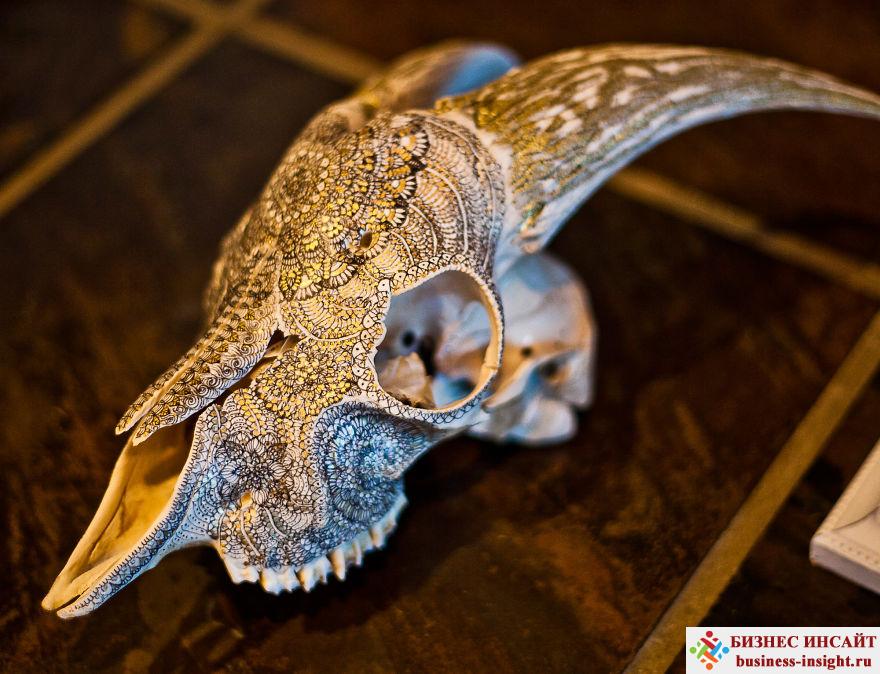 Декоративный череп с золотой мандалой Джипси козел