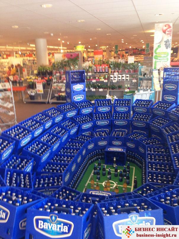Футбольное поле из пивных бутылок