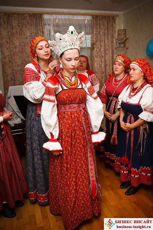 Свадебные костюмы в Великом Новгороде, Россия