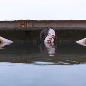 Рисунки на стенах, уходящих в воду