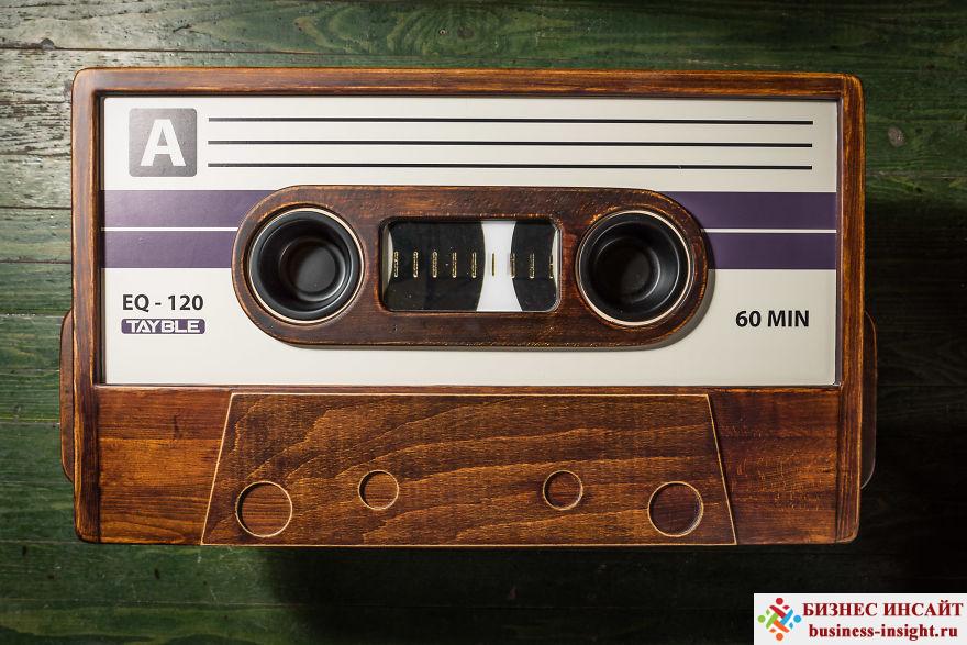 Журнальный столик в виде магнитофонной кассеты