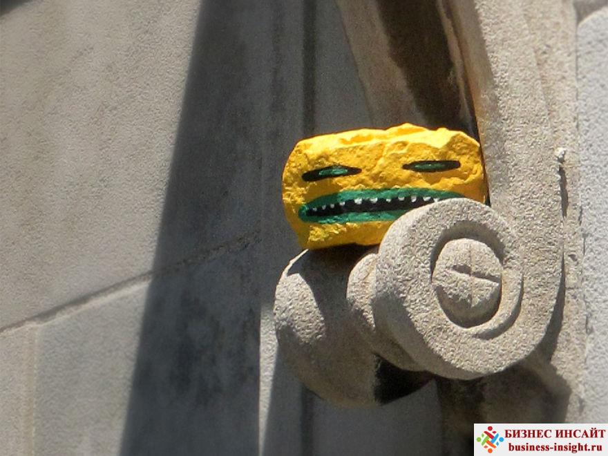 Раскрась камни и расставь их по городу в случайных местах