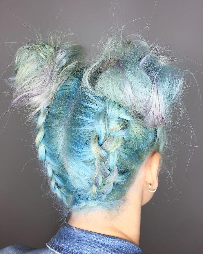 Парикмахерам на заметку. Голографические волосы – тренд 2017 года