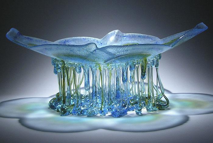 Стеклянные столы «Медузы» с капельками-щупальцами