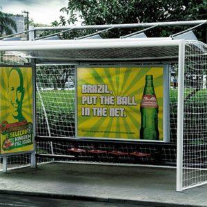 31 пример крутой и креативной рекламы на автобусных остановках