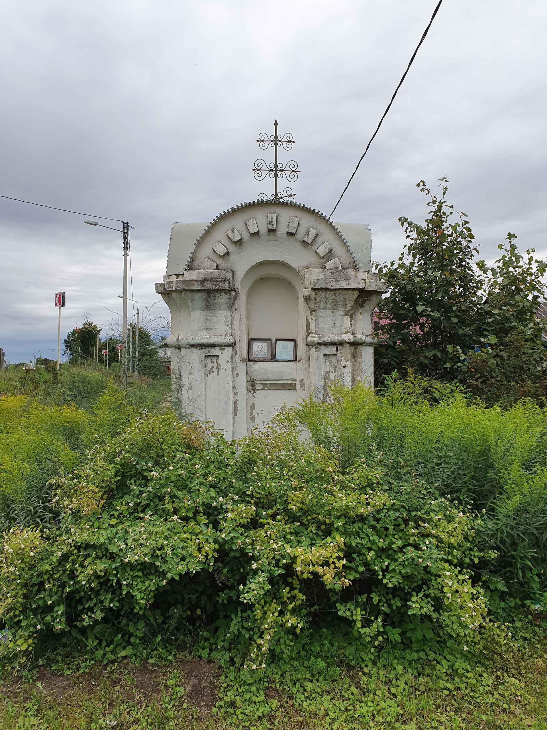 Старинный часовенный столб из кирпича, сохранившийся до наших дней